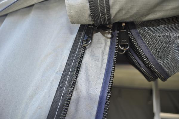 Easy to notice the typical pattern of the Oxford weaves on the fabric of the Ventura Deluxe
